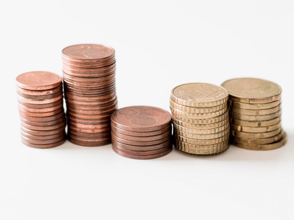 une pile de pièce de monnaie
